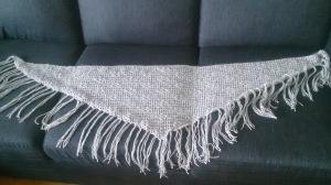 Ferdig sjal på sofa