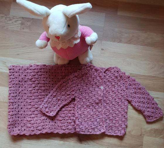 rosa jakke og teppe