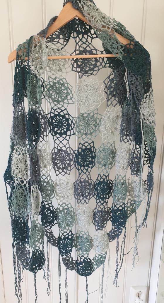BIlde av sjal med fire grønne farger.jpg
